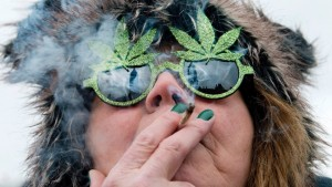 image-marijuana-glasses-woman