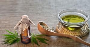 olej-konopny-nasiona-lyzka-marihuana-spozywcza