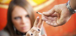 marihuana-palenie-joint-zapal-albo-zapal-medyczna-i-rekreacyjna-marihuana